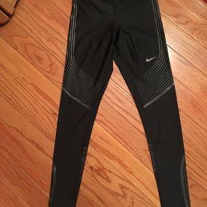 Women's Nike drifit size xsmall black leggings
